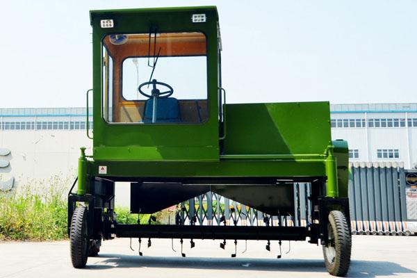 轮胎式翻堆机